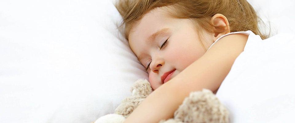 zahnaerztinnen-kind-schlafend